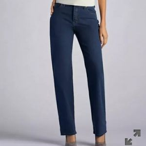 Lee's relaxed fit straight leg midrise petite jean